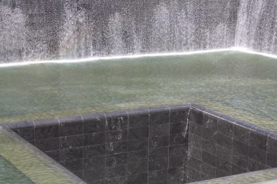 The pool in the center of the monument.