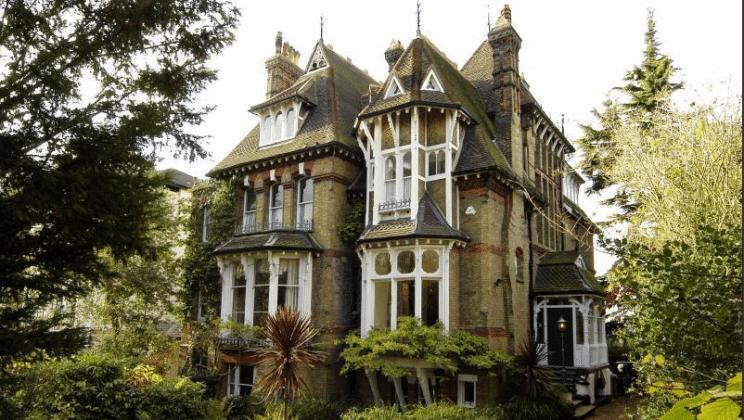 Passado e futuro se encontram em mansão vitoriana
