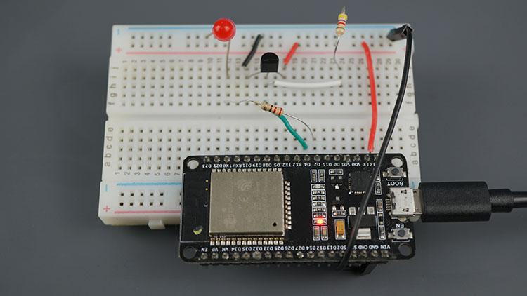ESP32 ESP8266 Control Output when Temperature is below threshold web server