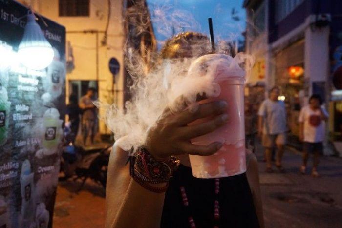 Un batido hecho con Dry Ice (dióxido de carbono) en Armenian Street