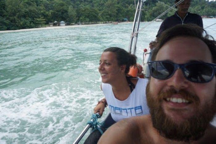 La vuelta en barco desde la Monkey Beach a la carretera donde sale el autobús