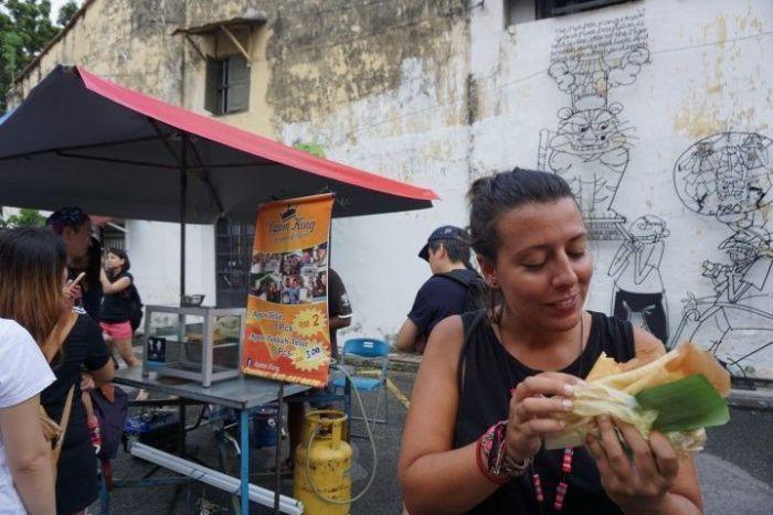 apom telur en armenia street