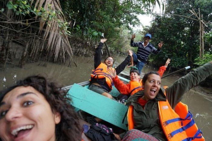 Vero, Chris, Delia, Inês y nuestro amigo que llevaba la barca por el Delta del Mekong