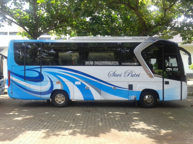 Sewa Bus Medium Demak | https://ranggawarsitatour.co.id | Tlp/Wa : 08222-515-0321