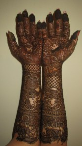 I love the various portraits placed throughout this intricate mehndi work. Artist unknown.