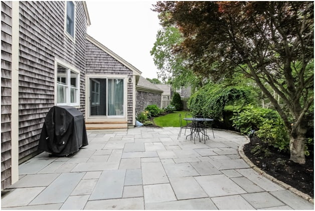 Guide to Choosing the Right Hardscapes and Softscapes for Your Home