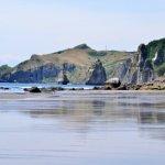 引き潮の中でのイタンキ浜散歩