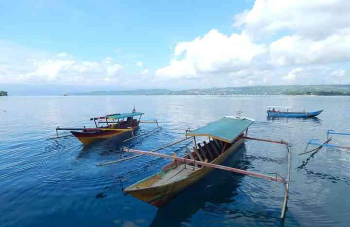 Kapal yang selalu berjaga di dermaga untuk mengantar jemput penumpang