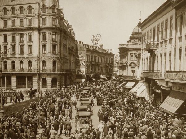 How Democracies Collapse: Lessons From Interwar Romania