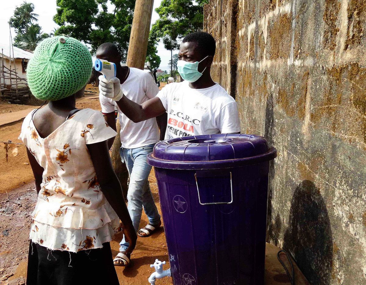 Temperature check of inhabitants of Lakka (Sierra Leone) at road blocks during the Ebola outbreak – November 22, 2014 (JuliaBroska/Creative Commons License)