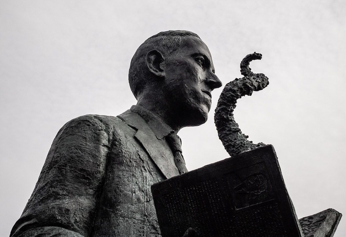 H.P. Lovecraft statue in Providence, RI sculpted by artist Gage Prentiss. Photo taken by David Lepage shortly after the statue was unveiled online – October 14, 2018. (Creative Commons)