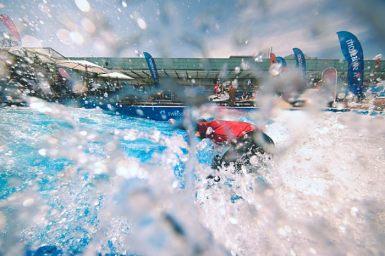 Actionsurfen an der BEA-Ausstellung in Bern auf der Gigawelle von Canon, Huawei und Swisscom