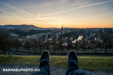 Aussicht auf die Altstadt Bern vom Rostengarten aus während dem Sonnenuntergang - Lifestyleillustration