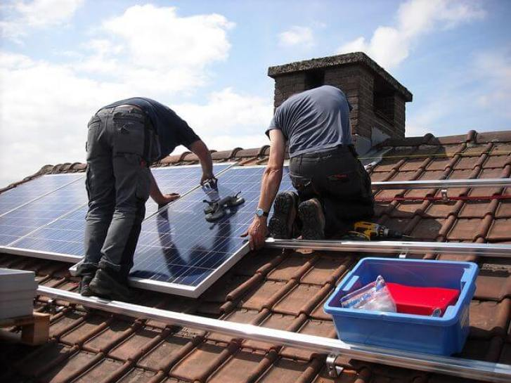 Solar Stirling Plant - mounting solar panels on the roof