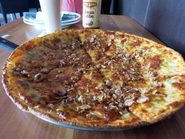 fried-onion-pizza