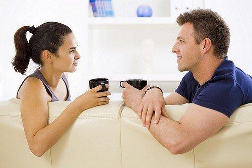 Coppia-intesa-amore-dialogare-parlare-con-lui-rapporto-di-coppia-crisi-di-coppia