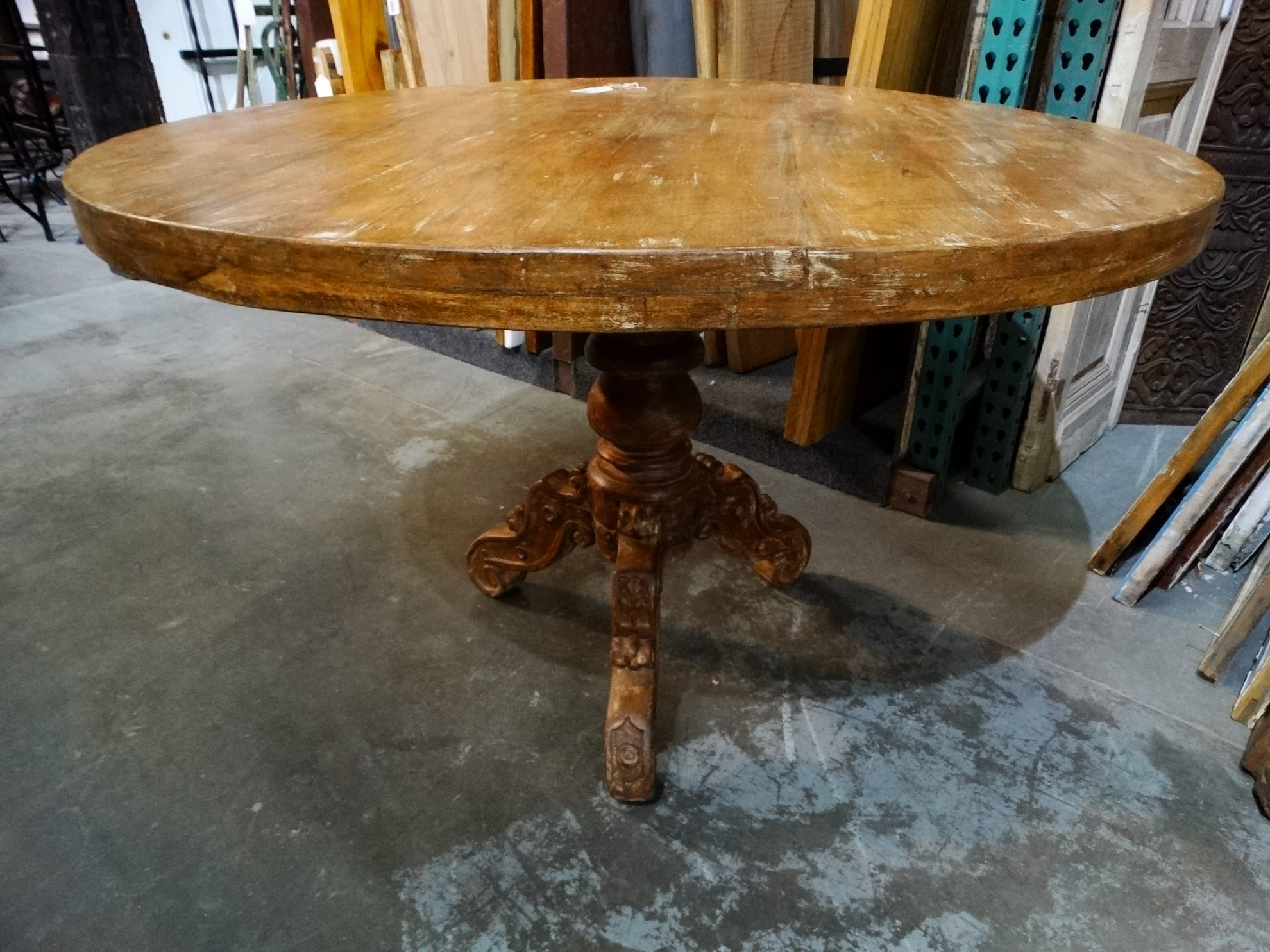 Farmhouse Dining Round Table Offers Rustic Elegance