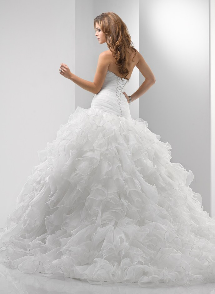 chic-organza-sweetheart-strapless-neckline-ball-gown-wedding-dress