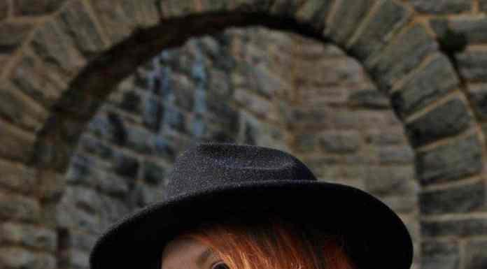 Charlotte Tilbury Matte Revolution Lipstick in Legendary Queen Review