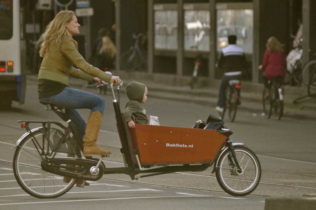How Dutch Moms Take Their Kids To School