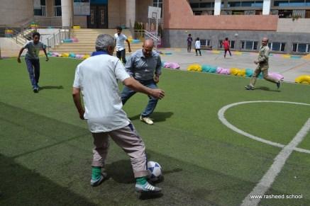 أنشطة رياضية بين الآباء والأبناء بفرع معين إنجليزي (9)
