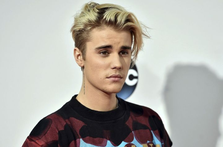 Justin Bieber Presents a New Tattoo on his Chest and it's Huge