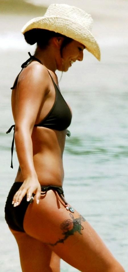 cheryl-cole-beach-1782661626