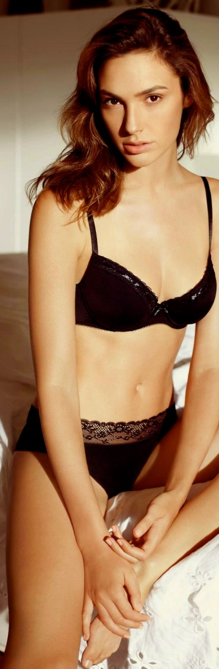 Gal Gadot - Black Bra and Panties Set