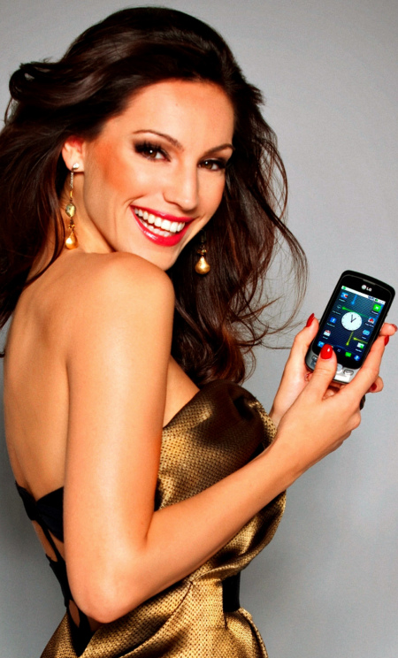 (C) DAN KENNEDY 2010 - KELLY BROOK FOR LG