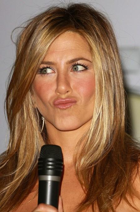 Pictures-Jennifer-Aniston-Promoting-Her-New-Scent-Jennifer-Aniston-Harrod-1