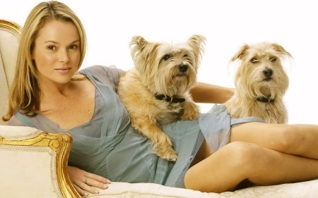 Amanda-Holden-With-Dogs-Wallpapers