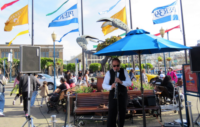 Artists performing live in Pier 39