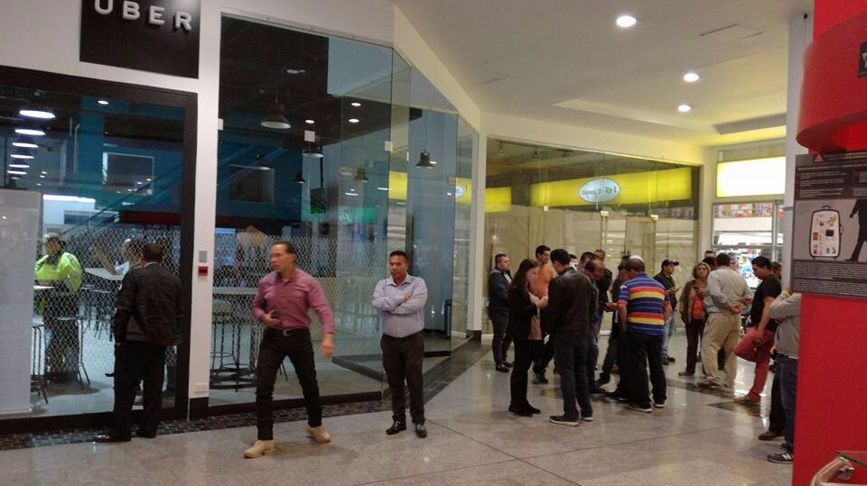 Policia nacional sellas oficinas de uber en colombia for Oficina policia nacional