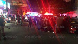 Image result for Auto impacta auriga y la vuelca en la Zaragoza; una familia sale lesionada