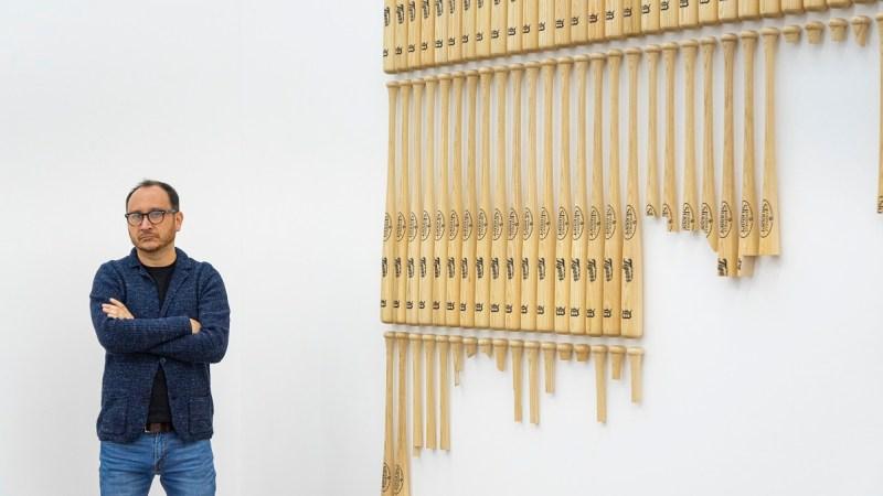 Darío Escobar cuestiona los límites entre lo popular y lo culto en la exposición «A veces las cosas funcionan por las razones equivocadas»