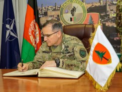 firma albo d'onore Generale Scaparrotti