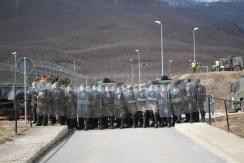 Militari italiani in antisommossa