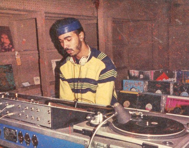 DJ residente-Ron Hardy en cabina