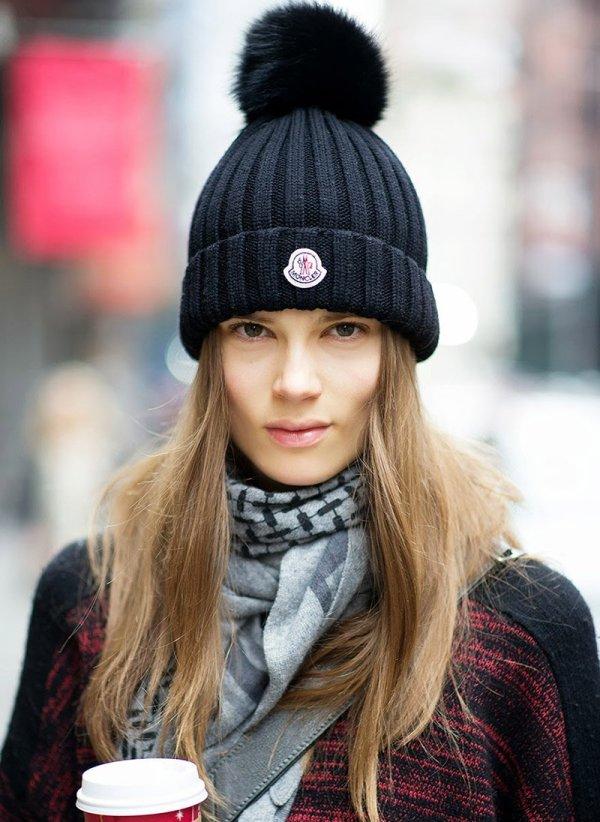Вязаные женские шапки 2018: Модные тенденции и новинки на фото