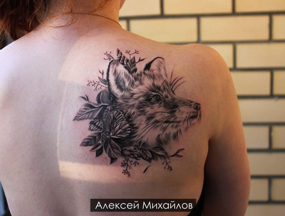 фото татуировок на лопатке для девушек