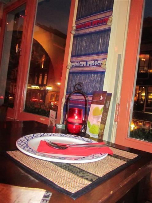 Bird Thais Table Setting