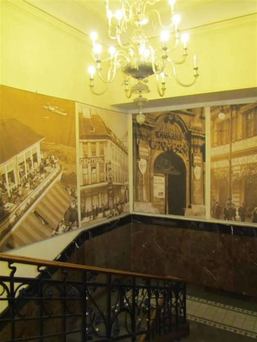 Cafe Louvre Entrance