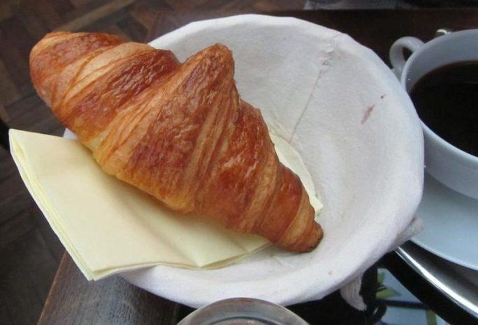 Cafe Amandine Croissant