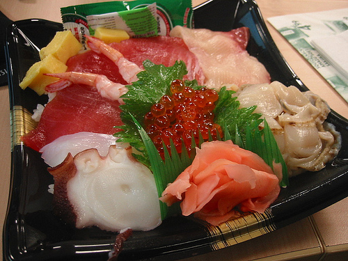 541184699_d73d8eb603_Chirashi-sushi