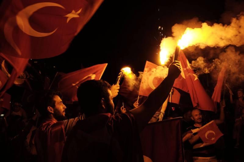 Taksim Platz 18.07.2016 - Bengalos