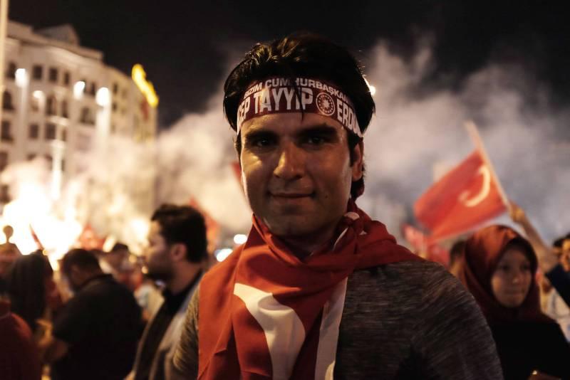Taksim Platz 18.07.2016 - Demonstrant