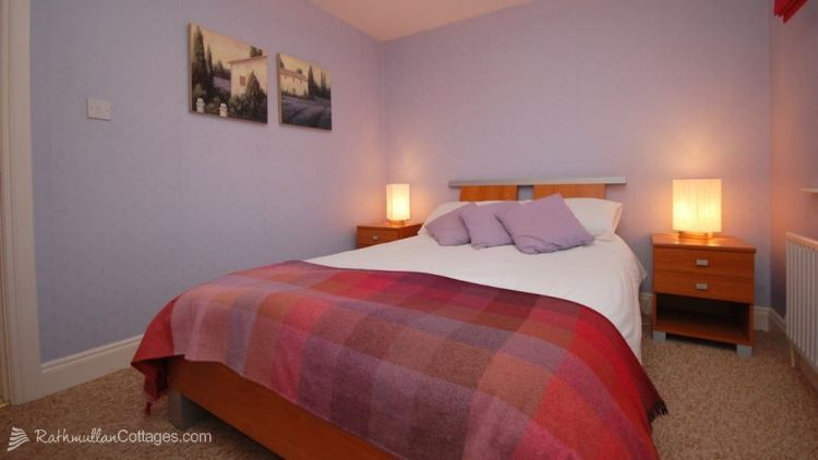 Ground floor double bedroom - Clearwaters Holiday Cottage Rathmullan
