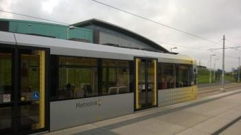 raitiovaunu pysäkillä Manchesterissa
