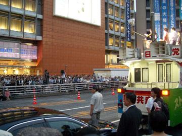新宿駅西口での日本共産党の街頭演説会