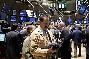 米株式相場は7営業日ぶりに大幅反発=17日、NY証券取引所〔AP〕
